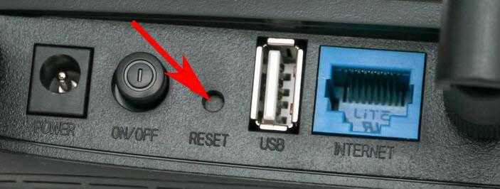 Жмем кнопку Reset на роутере